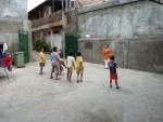 Voetballen bij het weeshuis