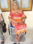 Een mevrouw met Alzheimer in het weduwenhuis.