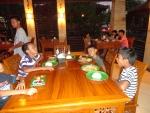 in de plaatselijke warong (cafetaria) een heerlijke maaltijd.